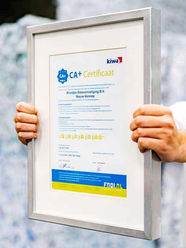 ca-plus-certificaat-brantjes-datavernietiging-handen