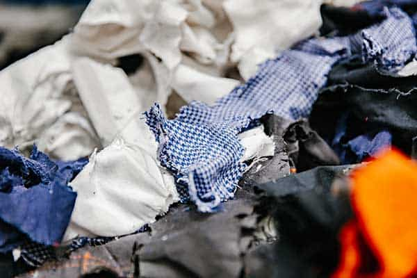 geshredde-kledingstukken-voor-recycling