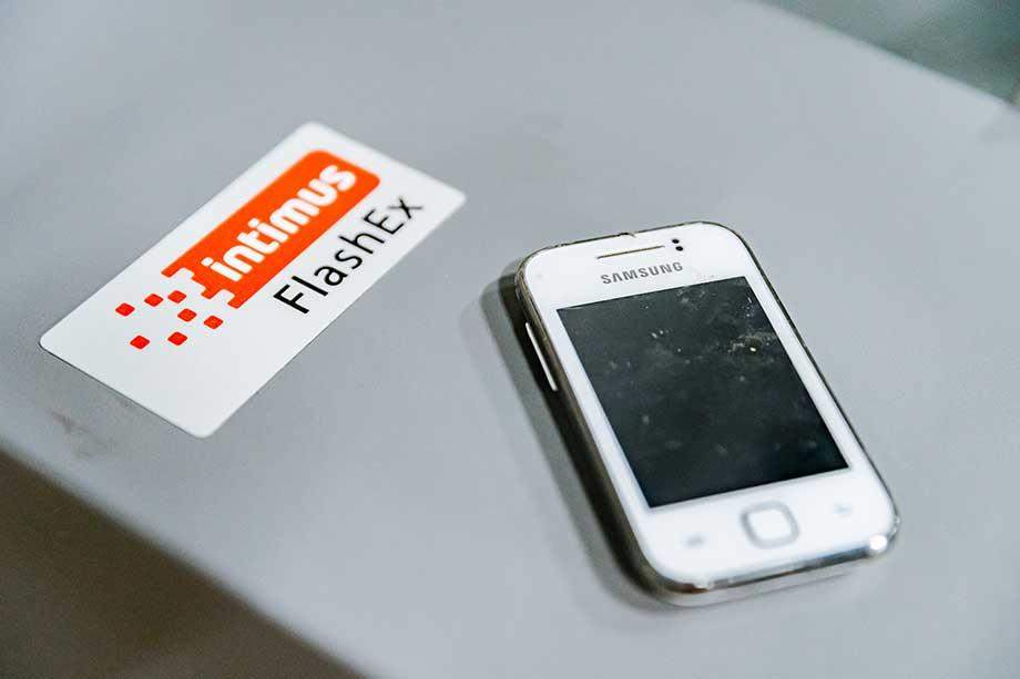 intimus-flashex-smartphone-vernietigen