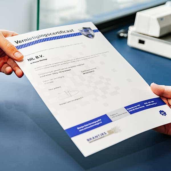 overhandiging-certificaat-van-vernietiging-klant-brantjes
