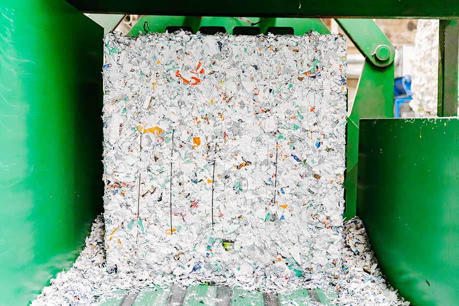 papiervernietiger-shredden-persen-papierbaal
